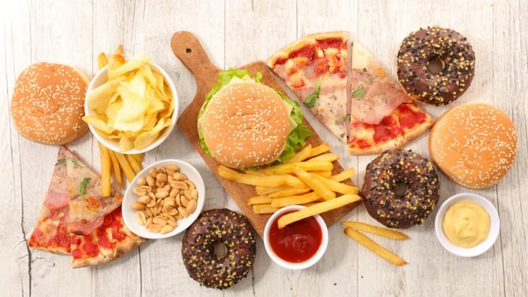 Mengapa Junk Food Dapat Membuat Asam Lambung Naik?