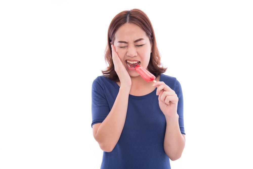 Tidak Disangka Ini Dia Penyebab Gigi Kamu Sensitif!